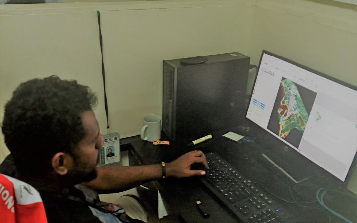 Participant taking the GIT4DRR online course in Fiji