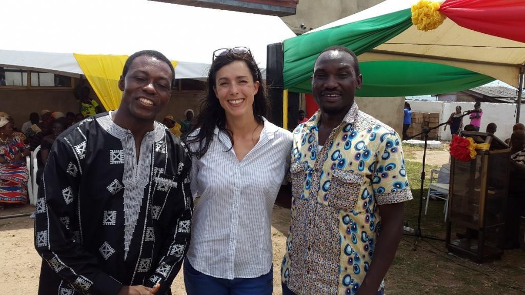 Amrei Horstbrink, UNITAR, avec les deux ambassadeurs pour l'apprentissage sur les changements climatiques, Dr. Emmanuel Tachie-Obeng (gauche) du Ghana et Bob Natifu (droite) de l'Ouganda.